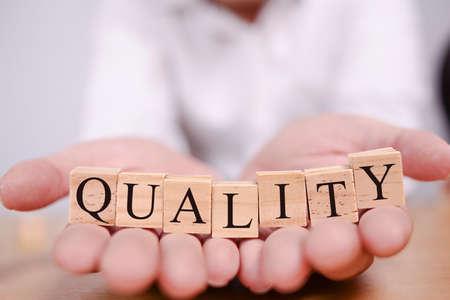 Qualità, citazioni ispiratrici motivazionali di etica aziendale, concetto di tipografia di parole