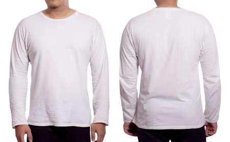 T-shirt bianca a maniche lunghe mock up, vista anteriore e posteriore, isolata. Il modello maschile indossa un modello di camicia bianca semplice. Modello di design della camicia a maniche lunghe. Magliette vuote per la stampa Archivio Fotografico