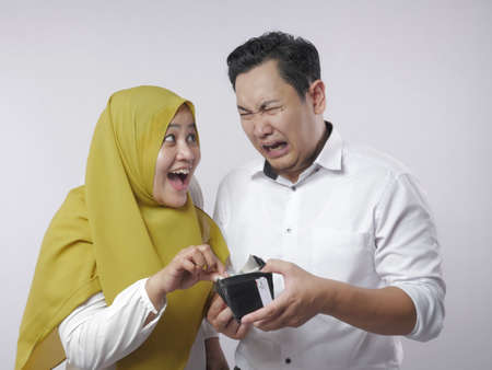 Portrait of muslim wife asks money to her husband, materialistic woman concept Reklamní fotografie
