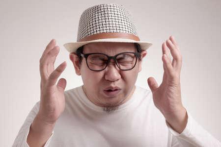 Photo image of funny Asian man crying close his eyes, sad depression frustration hopeless expression 版權商用圖片