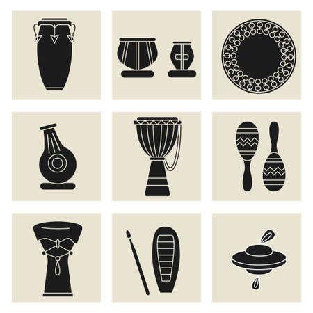 tambor: Colección de nueve instrumentos de percusión. Negro siluetas de los congas, tablas indias, daf tambor, maracas, djembe, udu, güiro, címbalos y doumbek. Vectores