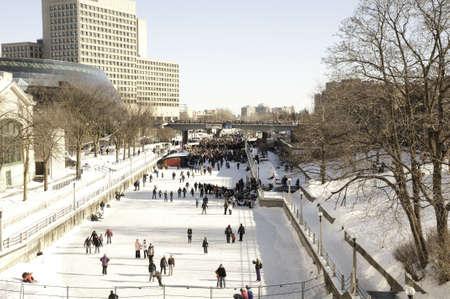 リドー運河 Winterlude オタワ, カナダの中。Winterlude は毎年祝われます。