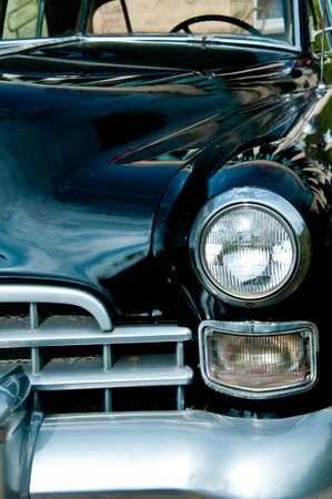 古い黒の車の縦方向