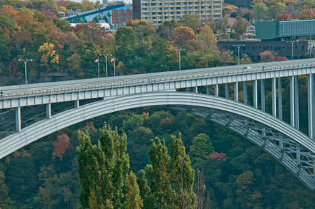アメリカ合衆国とカナダでナイアガラの滝を結ぶ橋 報道画像