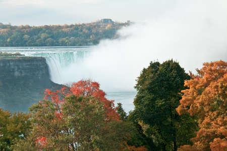 ナイアガラの滝と秋の色 写真素材