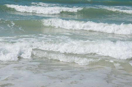 ビーチで小さな波