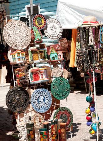 陶器やビーズの販売ベリーズの屋外市場