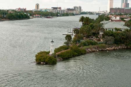 川が交わるタンパの灯台