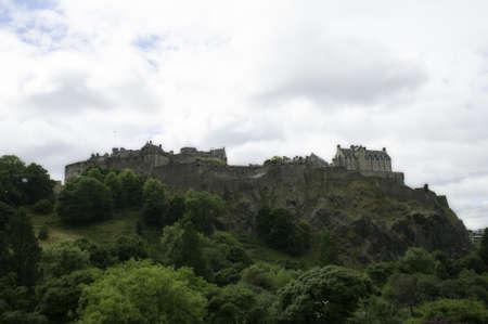 エジンバラはスコットランドの灰色曇り夏の日 報道画像