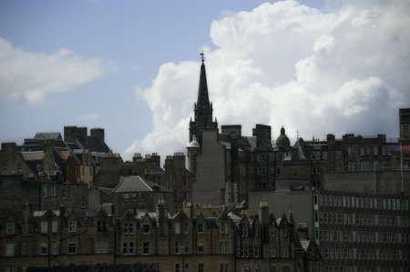 エジンバラ、スコットランドの古いアーキテクチャを示すのスカイラインが属しているロイヤル ・ マイル