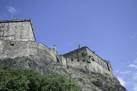 エディンバラ城、城の背面と城の石の基盤この写真を示しています死火山、上に建てられました。