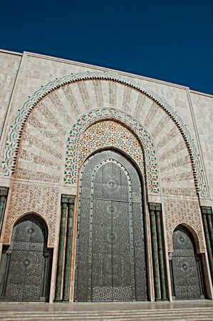 カサブランカでエルのハッサム 2 世モスクの入り口のドア
