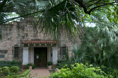 アラモ、テキサス州の歴史的なアメリカのサイトの裏入口 写真素材