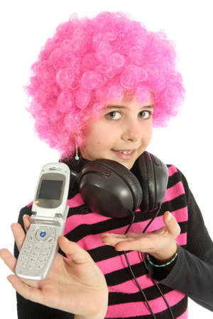 Young girl with pink hair and headphones shows her old cellphone, isolated on white background Banque d'images