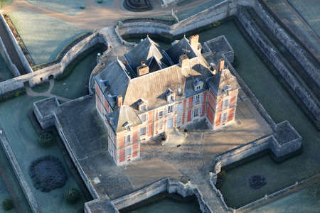 Rosay, France - January 3, 2010: Aerial photograph of Haut Rosay castle in close-up, in Yvelines (78790), Ile-de-France region, France Éditoriale