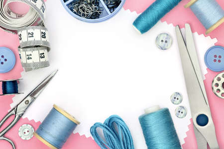Pink template for sewing product with white background and set of seamstress tools, scissors, tape measure, button and spool of threads Banque d'images