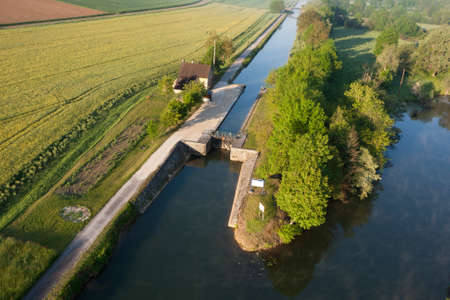 Aerial photograph of the Ravereau lock on the Nivernais and Yonne canal, municipality of Merry-sur-Yonne 89, in the Yonne department, Bourgogne-Franche-Comté region, France Banque d'images