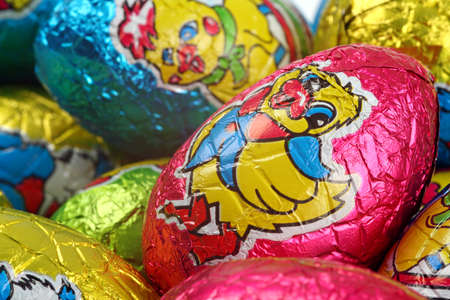 Easter party concept: close up of multicolored chocolate Easter eggs Banque d'images