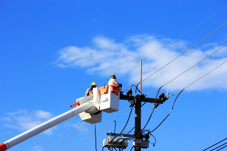 Electrician  repair of  electric power system on  hydraulic platform 免版税图像 - 24192538
