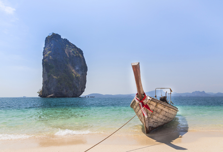 aonang: Longtail boat on the beach at Poda island Krabi, Thaiand.