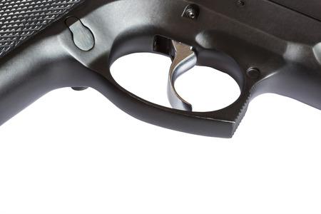 gatillo: cerca de disparo de pistola arma automática en el fondo blanco