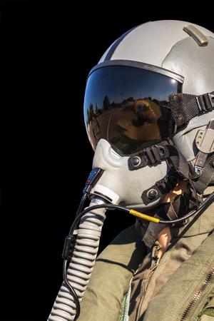 軍事戦闘機のパイロットは黒い背景の白い背景で隔離の制服