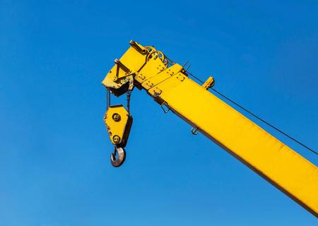 polea: Big yellow construction crane on blue sky background
