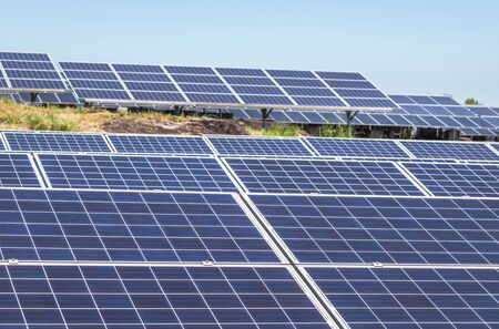 polycrystalline silicon solar cells or photovoltaic cells in solar power plant station turn up skyward absorb the sunlight from the sun Imagens