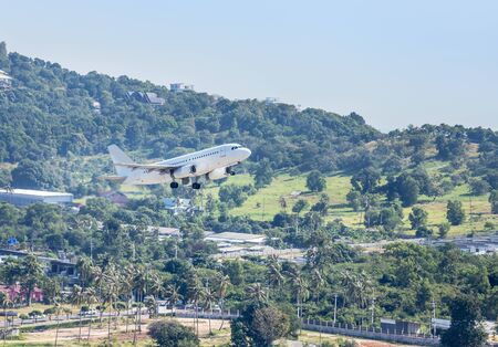 White commercial airplane flying take off from runway at Samui Airport, Samui island, Surat Thani, Thailand travel destinations concept. 免版税图像