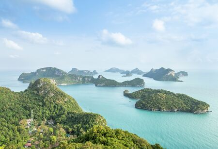 Aerial landscape view group of islands in Angthong islands national marine park in the morning from view point at Wua Ta Lap island at Surat Thani, Thailand summer holidays concept 免版税图像