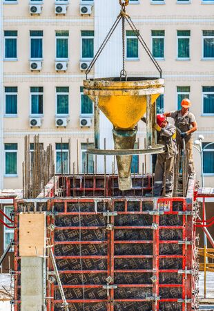 Kiev, Ukraine - July 4, 2018: Workers are working at a construction site. Concrete and roofing construction work is carried out. 新聞圖片