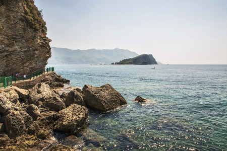 View of the island of St. Petersburg Nicholas in the Gulf of the Adriatic Sea near the town of Budva, the famous tourist resort of Montenegro. Imagens