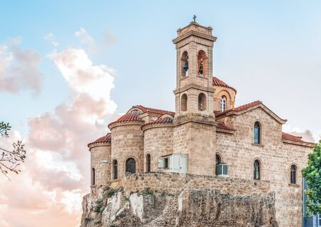 View of the Church of Panagia Theoskepasti, Paphos, Cyprus. This is a Byzantine church, was founded in the 7th century. It was rebuilt in its modern form in 1923-26. Banque d'images