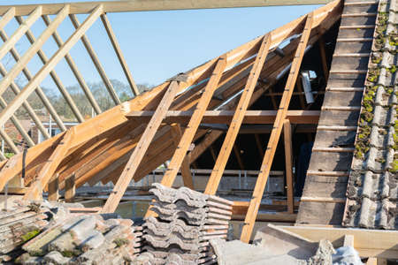 Wooden structure of the house, extension of the roof space, beams and trusses, partially tiled, selective focus Stock fotó