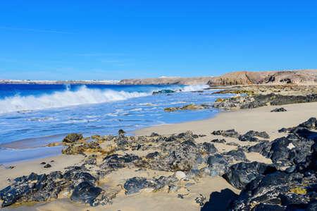 View of beautiful Playa de la Cera beach, blue sea, yellow sand, cliffs. Papagayo, Playa Blanca, Lanzarote, Canary Islands, selective focus 版權商用圖片