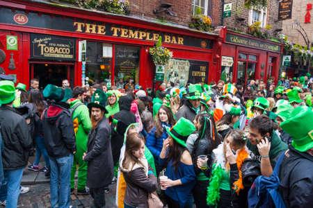DUBLIN, IRLANDA - 17 de marzo día de San Patricio Desfile en Dublín