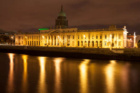 liffey: Dublin Custom house at the Liffey river at night in Dublin, Ireland