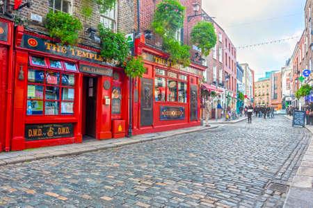 Dublin, Ireland - Oct 18, 2014: People around The Temple Bar in Dublin, Ireland on October 18, 2014 新闻类图片