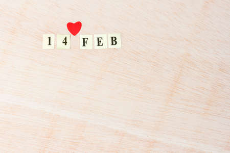 noteboard: 14 Feb, Valentines day on blonde wooden background Stock Photo