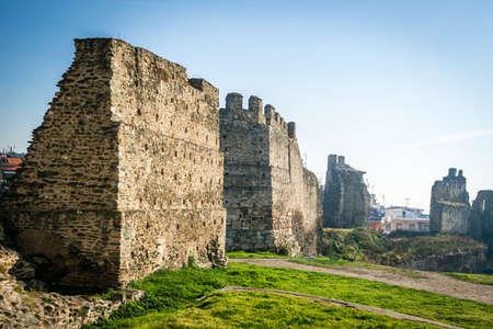 edad media: Las paredes de Tesal�nica estaban rodeando la ciudad de Tesal�nica durante la Edad Media y hasta el siglo 19 Editorial