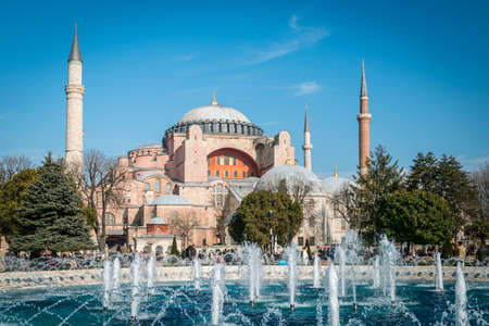 aya sofia: Istanbul, Turkey - January 31, 2016: Tourists are visiting Hagia Sophia in Sultan Ahmet area in Istanbul, Turkey