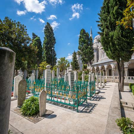 sufi: Istanbul, Turkey - August 14, 2016: Suleymaniye Mosque Cemetery in Istanbul, Turkey