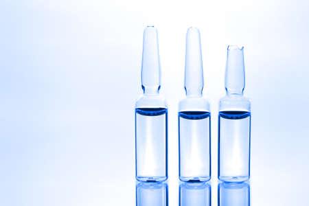 Drei medizinische Ampullen
