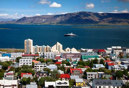 reykjavik: Vista a�rea de Reykjavik, capital de Islandia, desde lo alto de la iglesia Hallgrimskirkja