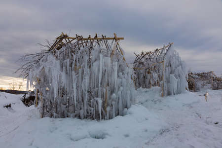 frozen ice house Banque d'images - 110105428