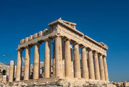 Pantheon der Athener Akropolis - die restaurierten Ruinen eines Tempels mit dorischen Säulen, erbaut 447–438 v. Chr., Griechenland