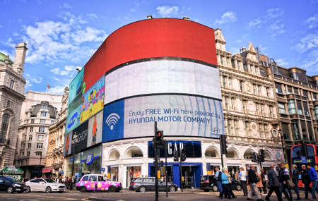 piccadilly: View of Piccadilly Circus - London, England