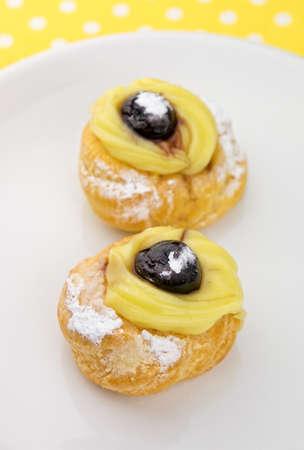 zeppola: Traditional italian pastries