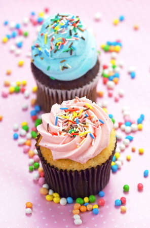 birthday cupcake: Pink and blue cupcakes