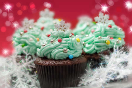 christmas baker's: Christmas cupcakes with traditional decorations